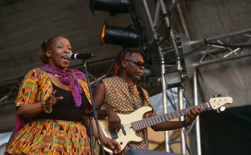 Um cantor que executa em um concerto em África do Sul fotos de stock royalty free