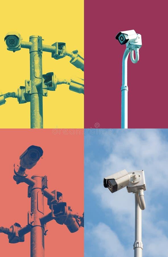 Um cargo do CCTV da segurança com as câmeras instaladas em sentidos diferentes foto de stock