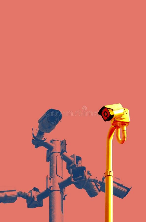 Um cargo do CCTV da segurança com as câmeras instaladas em sentidos diferentes imagem de stock