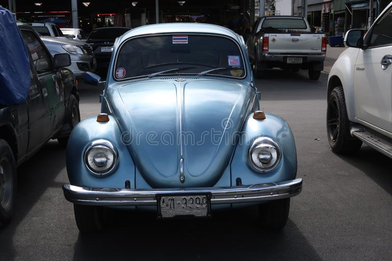 Um carro clássico, azul de Volkswagen Beetle fotos de stock