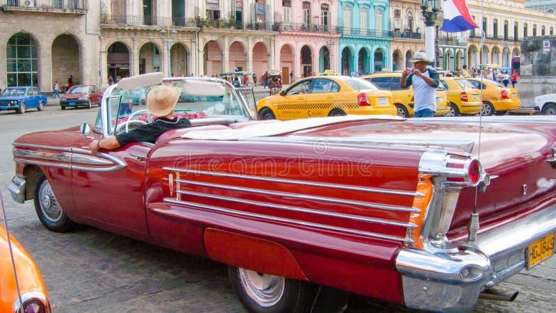 Um carro do vintage de Cuba em Havana na cidade velha imagem de stock