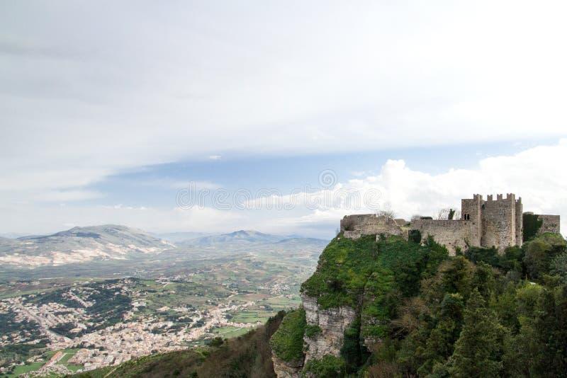 Um castelo da Idade Média situado em Erice Itália, Sicília, província de fotografia de stock royalty free