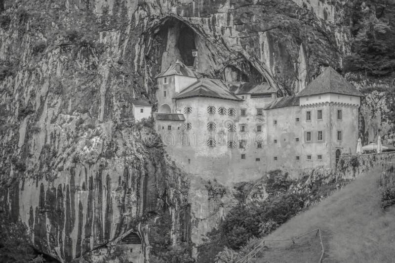 Um castelo do conto de fadas construído em uma caverna fotos de stock royalty free