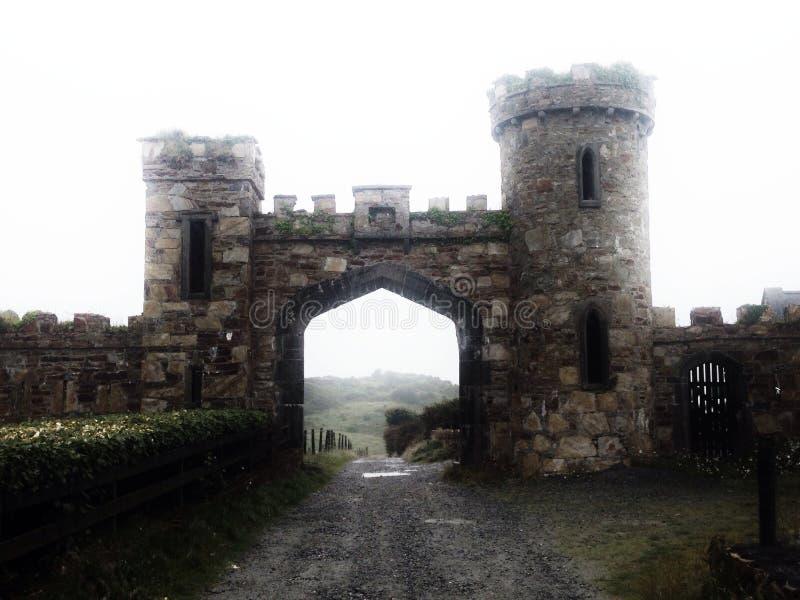 Um castelo muito pequeno na Irlanda fotos de stock royalty free