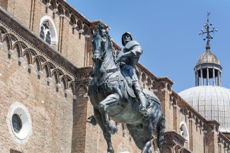 Um cavaleiro a cavalo, estátua em Veneza fotos de stock royalty free
