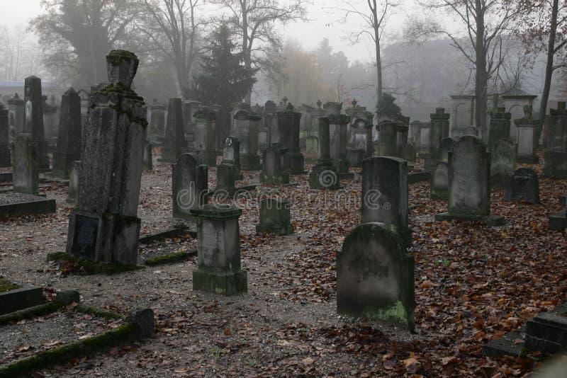 Um cemitério fotos de stock royalty free