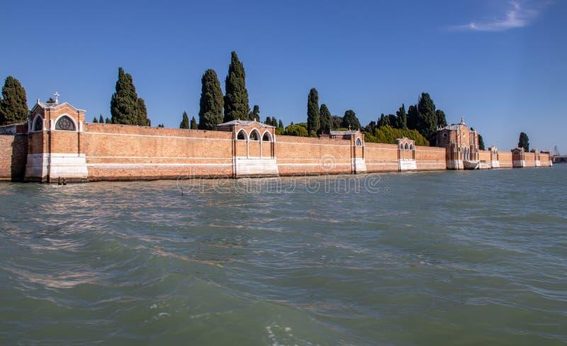 Um cemitério na lagoa de Veneza foto de stock