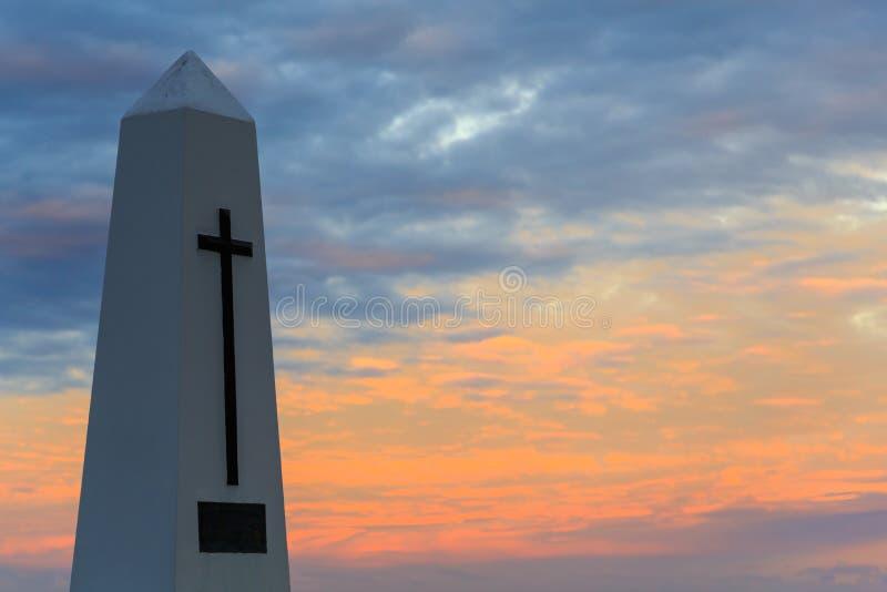 Um cenotáfio do memorial de guerra fotografado no crepúsculo foto de stock royalty free