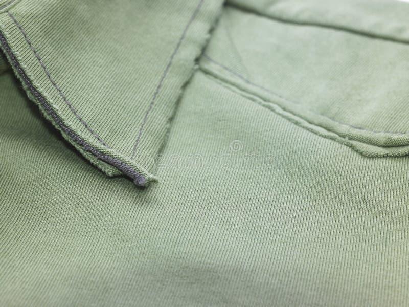 Um colar verde da camisa fotos de stock