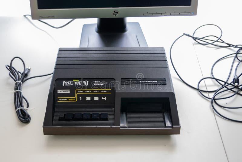 Um console de jogos Fairchild channel F Grandstand, um console de jogos vintage lançado em 1976 foto de stock royalty free