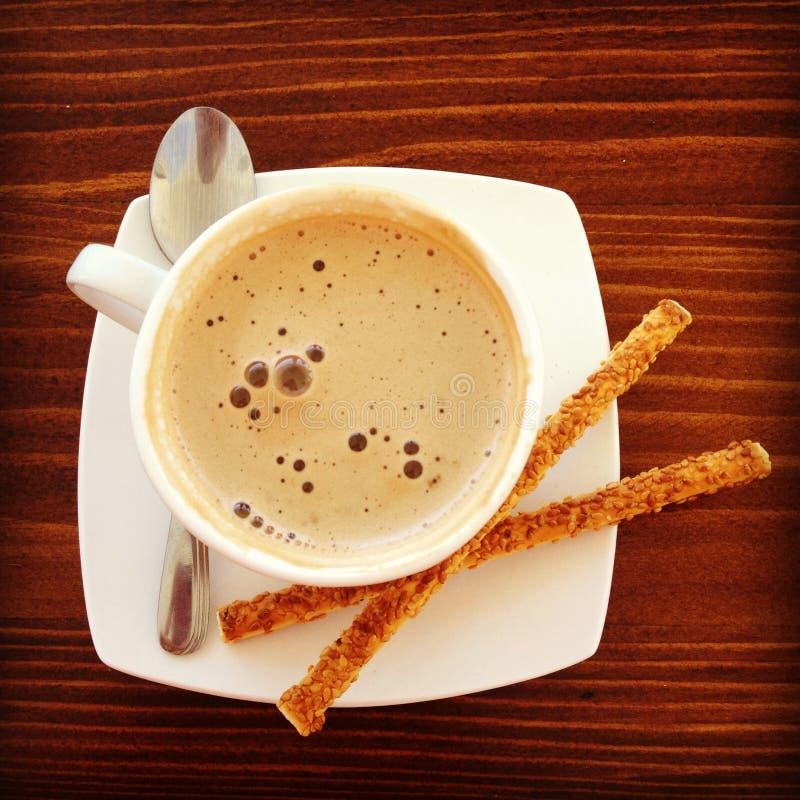 Um copo do cappuccino imagens de stock royalty free