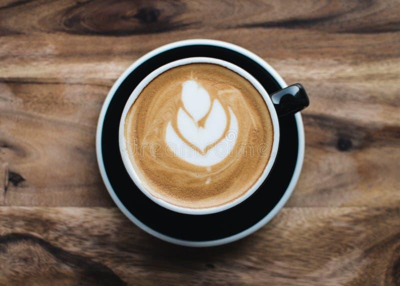 Um copo do cappuccino imagens de stock