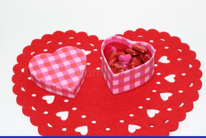 Um coração deu forma à caixa dos chocolates imagem de stock royalty free