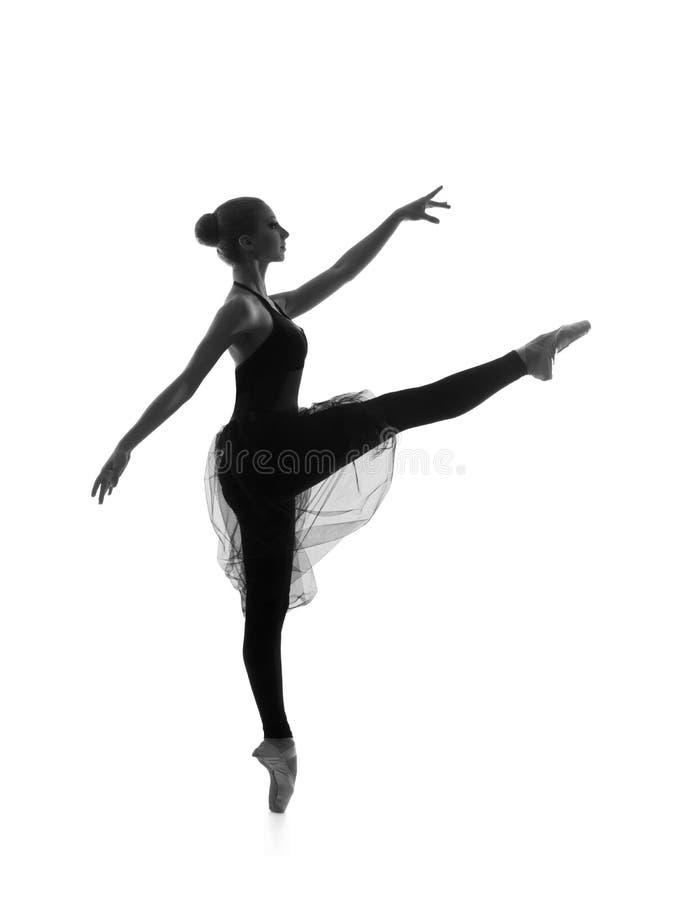 Um dançarino de bailado caucasiano novo em um vestido preto imagem de stock royalty free