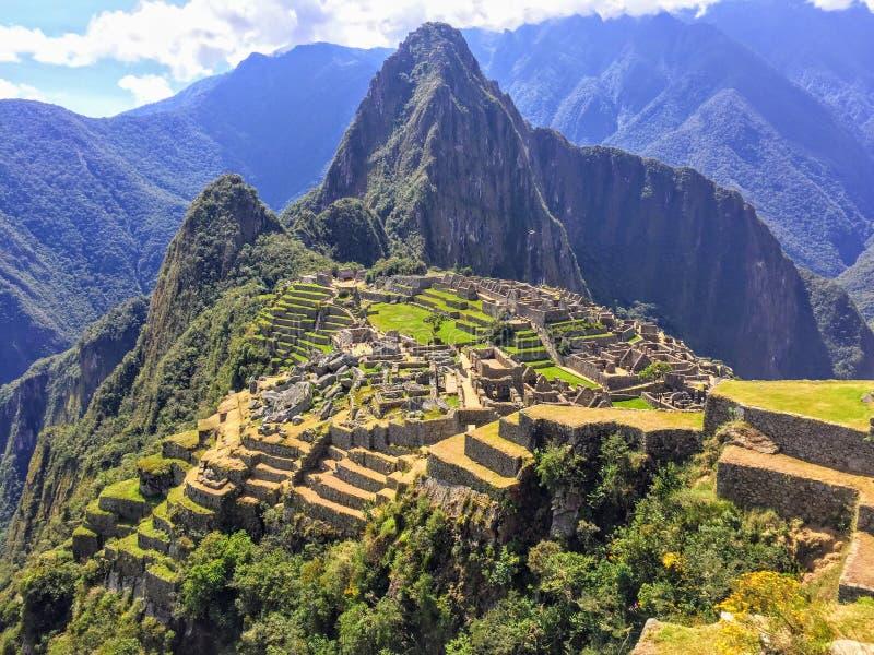 Um de vista completa bonito de Machu Picchu de uma distância média da perspectiva da montanha de Machu Picchu imagem de stock