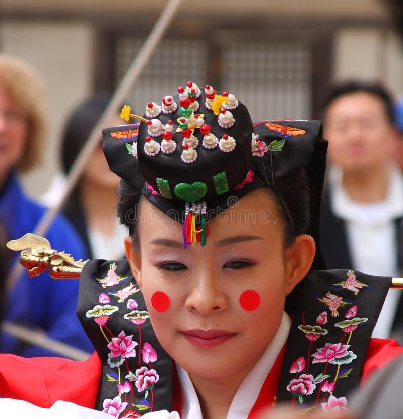 Um desempenho do casamento coreano tradicional imagem de stock