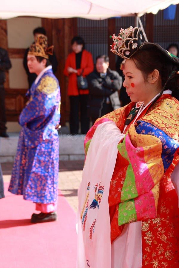 Um desempenho do casamento coreano tradicional imagens de stock royalty free