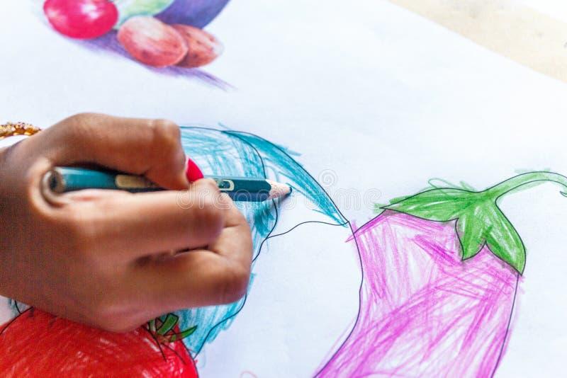 Um desenho visto da menina criança indiana fotos de stock