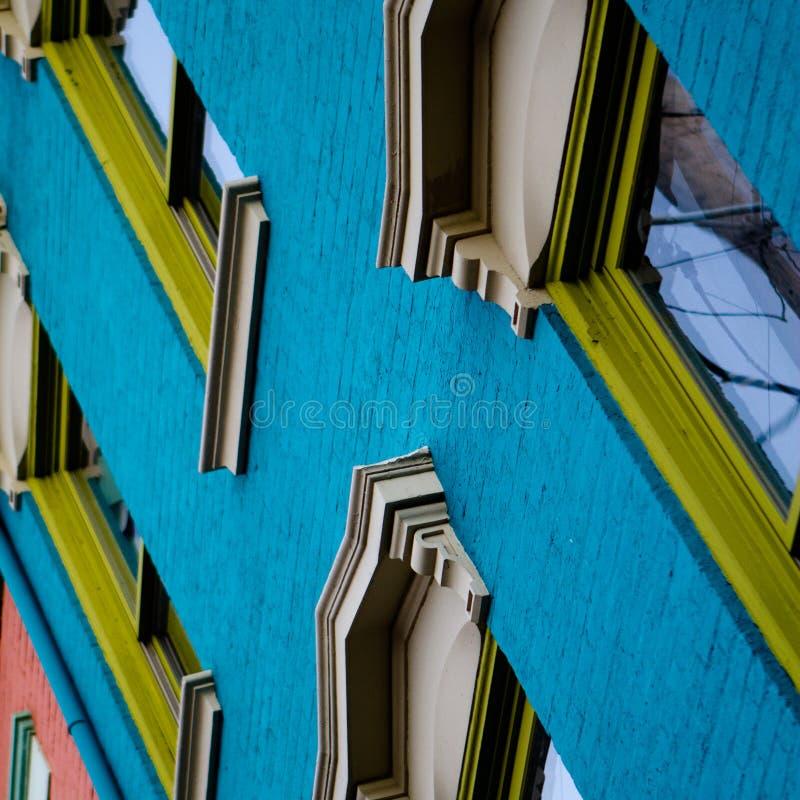 Um detalhado, angular olha acima em uma construção histórica colorida dos 1800s fotografia de stock royalty free