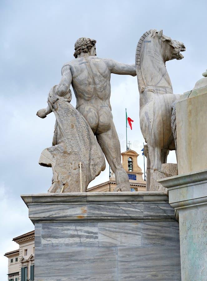 Um detalhe do obelisco de Quirinal em Roma imagens de stock royalty free