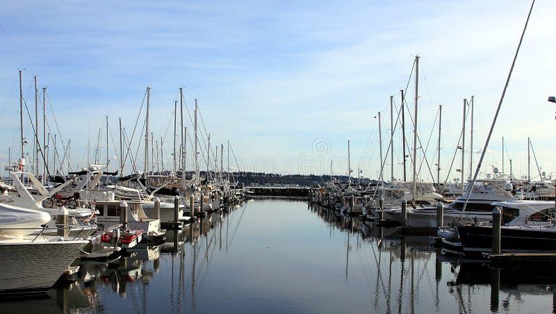 Um dia agradável e ensolarado no porto de Everett imagens de stock royalty free