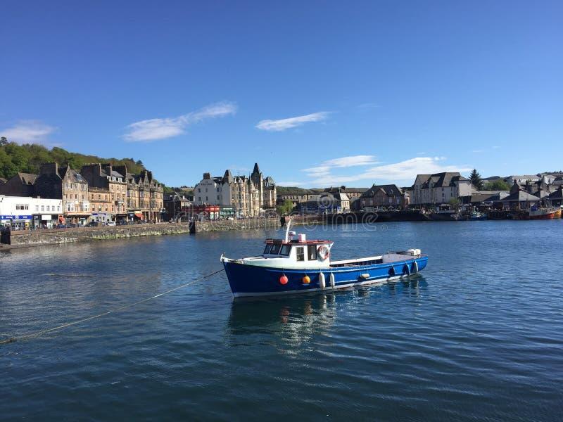 Um dia bonito em Oban, Escócia fotos de stock royalty free