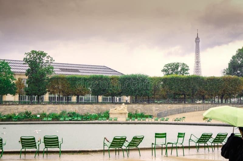 Um dia chuvoso em Paris foto de stock royalty free