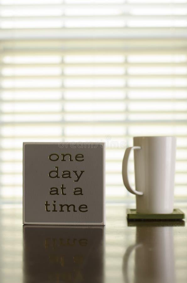 Um dia em uma inspiração do café e do chá do tempo imagens de stock