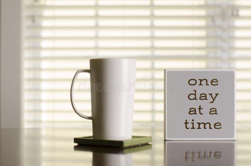 Um dia em uma inspiração do café e do chá do tempo fotografia de stock