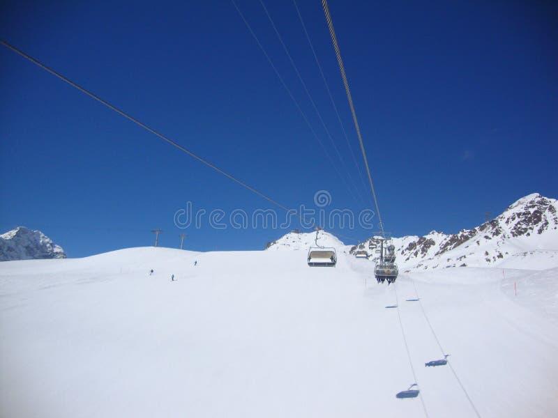 Um dia perfeito do esqui foto de stock royalty free