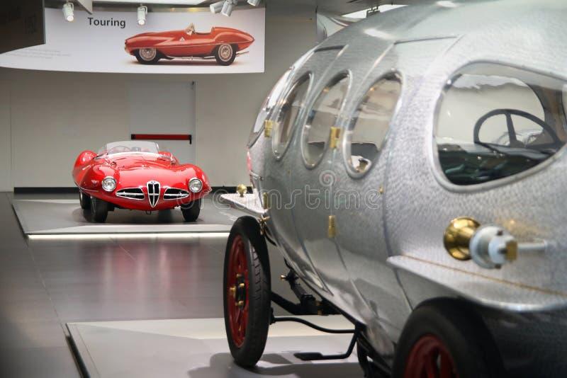 Um disco C52 Volante magnífico de Alfa Romeo 1900 com 40/60 de HP Aerodinamica no primeiro plano na exposição no museu histórico  foto de stock