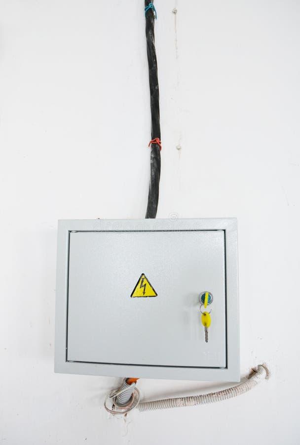 Um dispositivo residual-atual RCD, ou o interruptor residual-atual RCCB, são um dispositivo que quebre imediatamente um circuito  imagens de stock royalty free