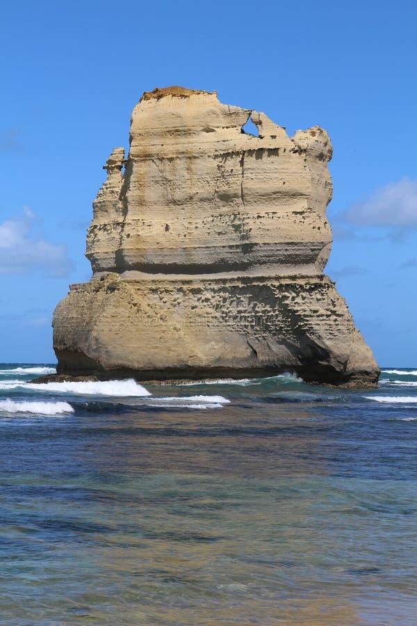 Um dos doze apóstolos com uma janela na grande estrada do oceano, Austrália imagens de stock royalty free