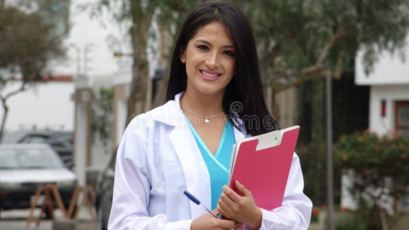 Um doutor fêmea latino-americano Or Nurse fotos de stock royalty free