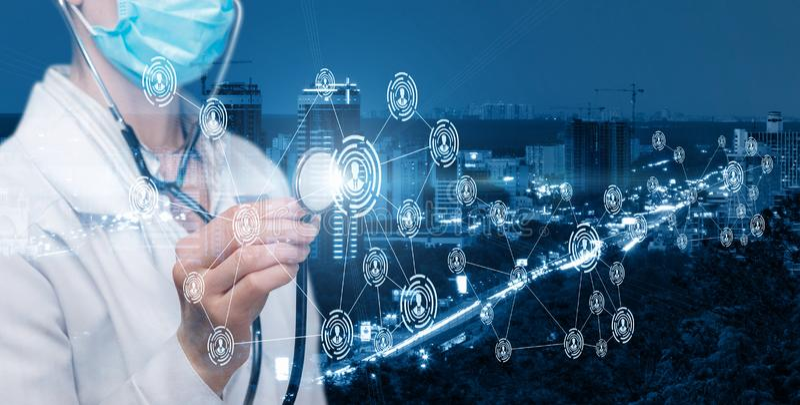 Um doutor que opera-se com esquema social inovativo do serviço médico imagem de stock