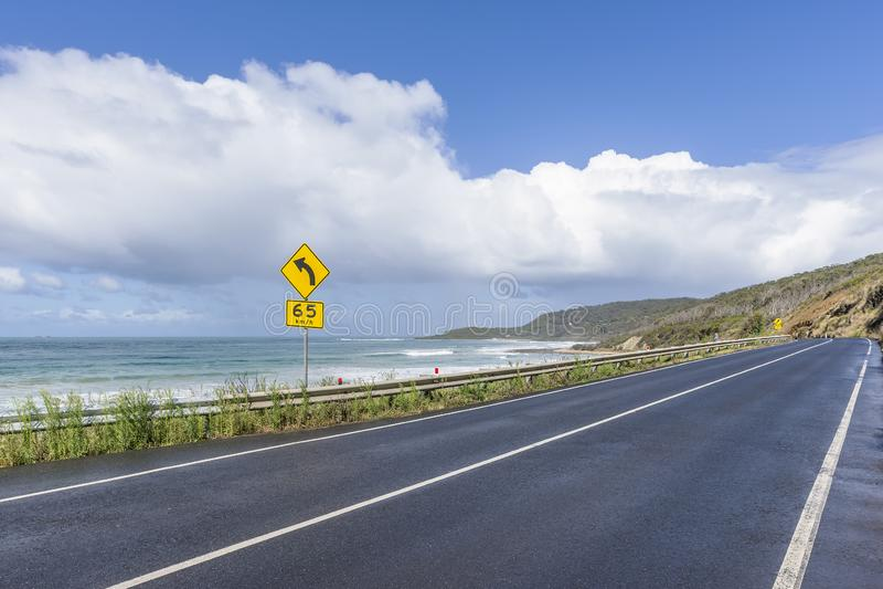 Um estiramento espetacular da grande estrada do oceano entre Lorne e Apollo Bay, Austrália foto de stock royalty free