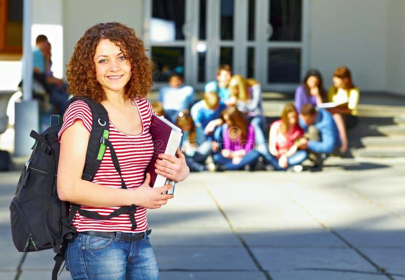 Um estudante na frente do grupo foto de stock