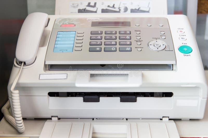 Um fax no escritório fotografia de stock royalty free