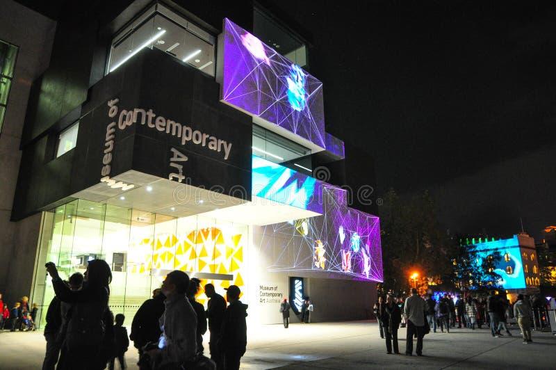 Um festival exterior anual da iluminação com ` vívido claro immersive de Sydney do ` das instalações e das projeções fotos de stock