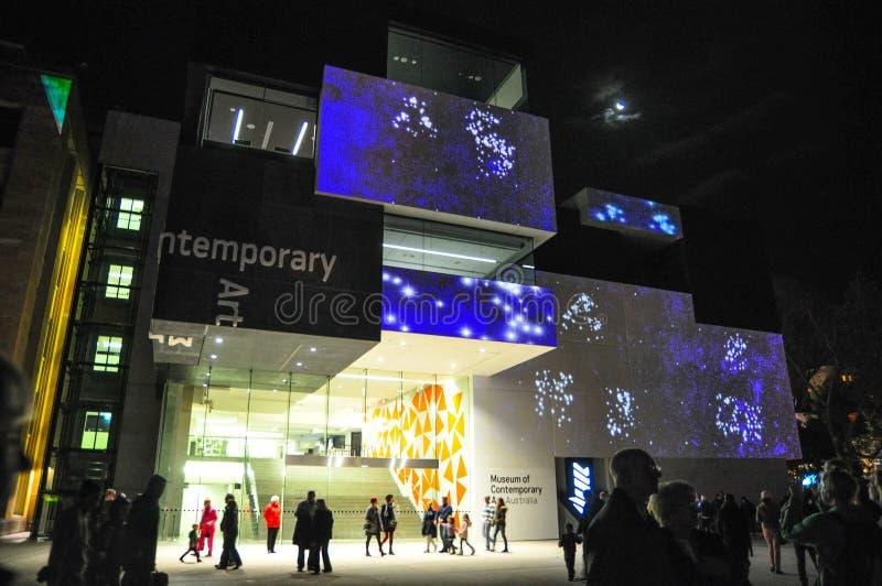Um festival exterior anual da iluminação com ` vívido claro immersive de Sydney do ` das instalações e das projeções foto de stock royalty free
