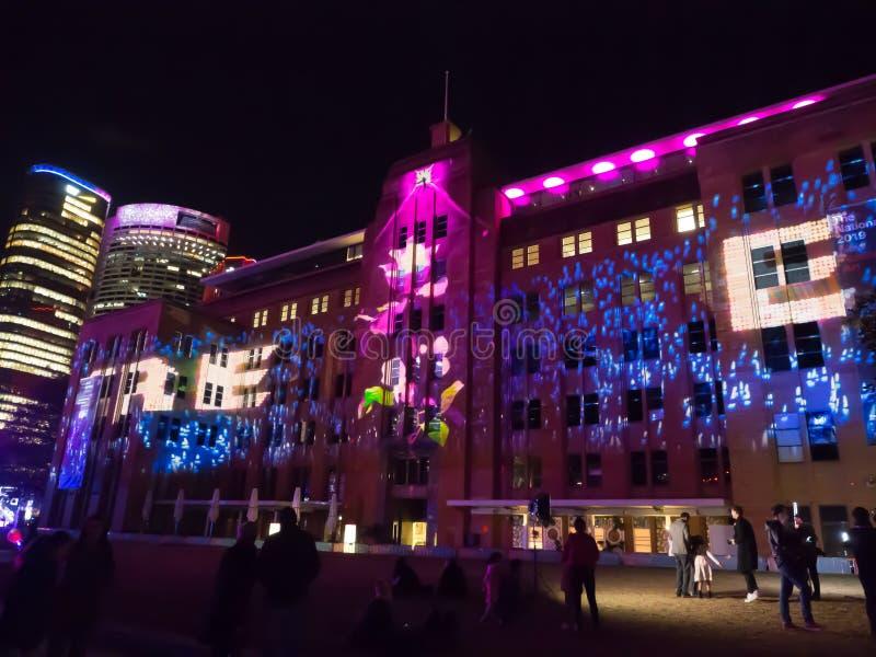 Um festival exterior anual da ilumina??o com ` v?vido claro immersive de Sydney do ` das instala??es e das proje??es imagem de stock
