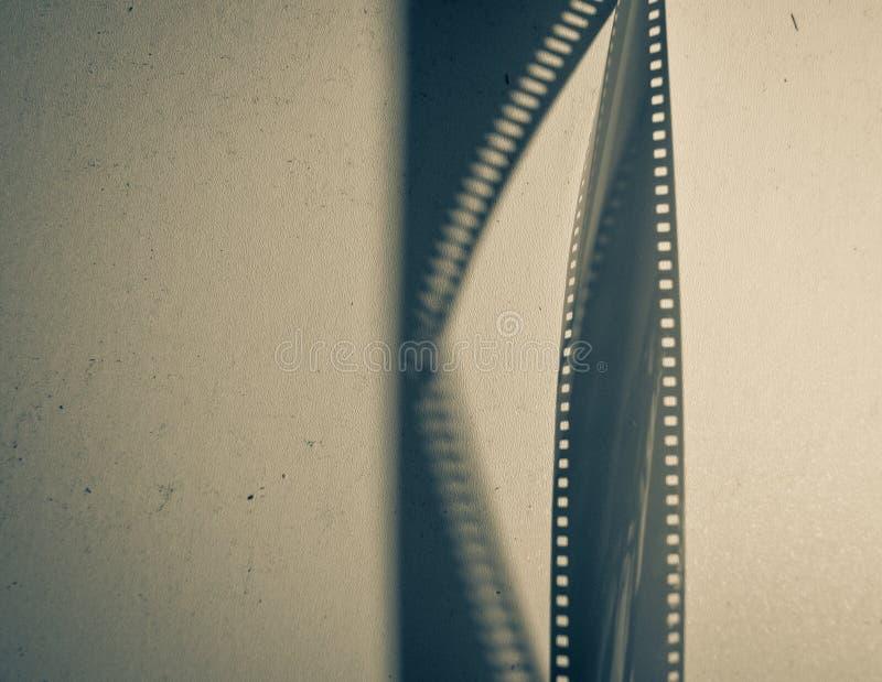 Um filme fotográfico vazio com uma sombra foto de stock