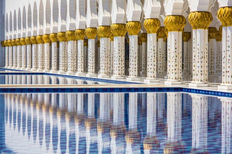 Um fim acima de Sheikh Zayed Grand Mosque em Abu Dhabi foto de stock royalty free