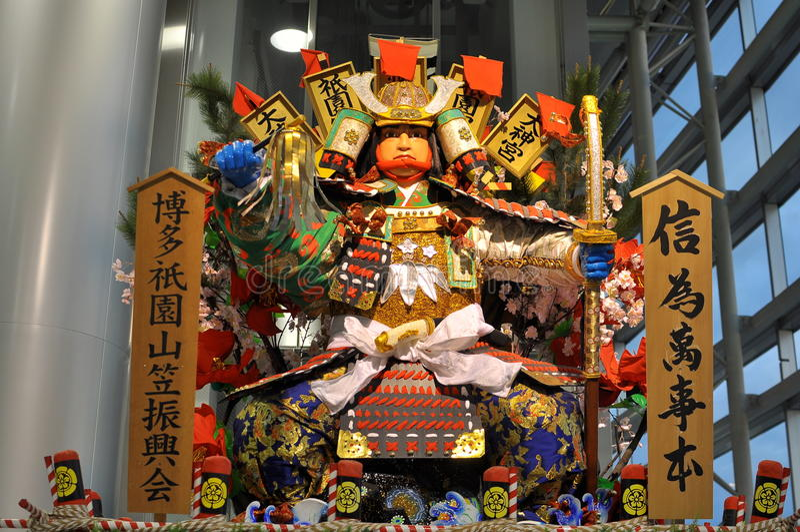Um flutuador decorado no festival de Hakata Gion Yamasaka imagem de stock