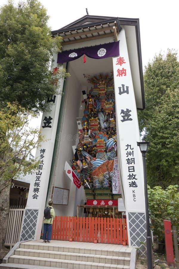 Um flutuador enorme do festival, chamado kazariyam, está na exposição permanente no santuário do ninja de Kushida imagens de stock royalty free