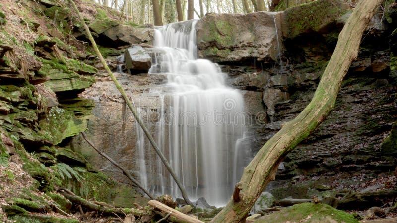 Um fluxo/cachoeira do rio no Margarethenschlucht fotografia de stock