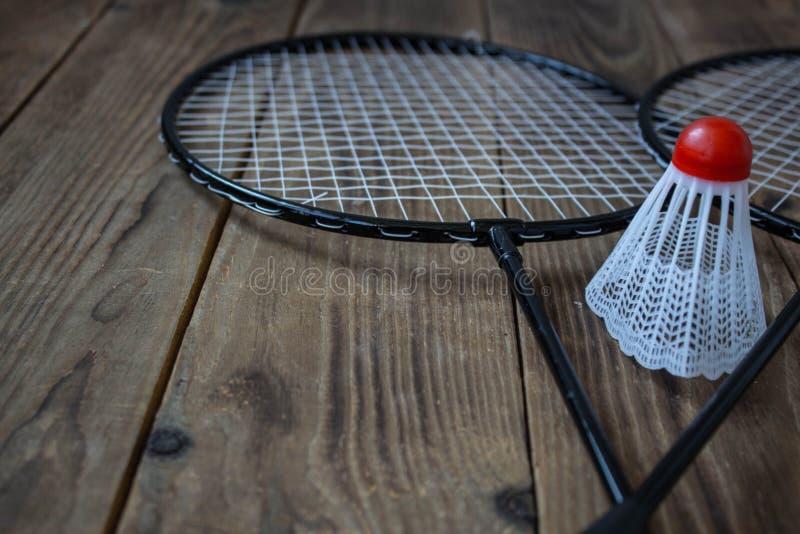 Um foguete do badminton e para um badminton do jogo fotos de stock