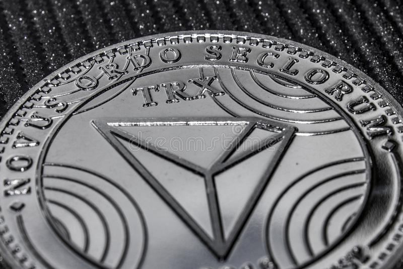 Um fragmento do tron do cryptocurrency da moeda Logotipo de TRX imagem de stock royalty free