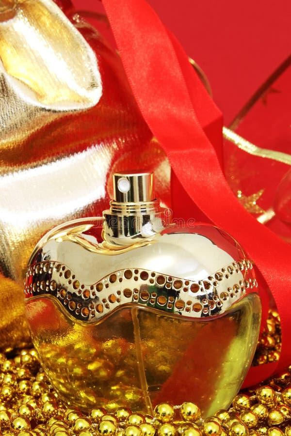 Download Um frasco do perfume imagem de stock. Imagem de cinzento - 12804843