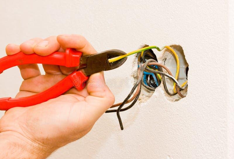 Um funcionamento do eletricista foto de stock